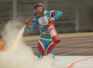 فیلم مسابقه ۴ در ۱۰۰ متر امدادی تیم کرج در مسابقات آتشنشانان کشور سال ۸۸ در تبریز