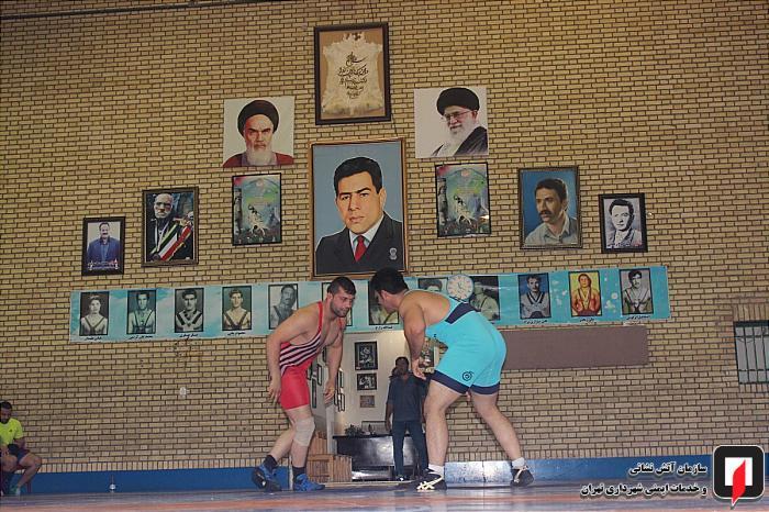 رقابت کشتی گیران آتش نشان در مسابقات داخلی سازمان آتش نشانی تهران